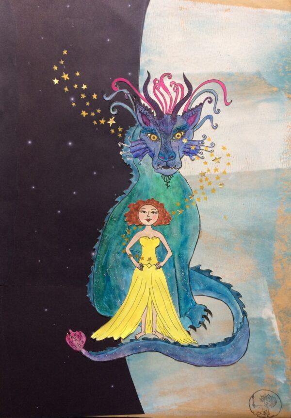 Selbstbewusste Frau im Abendkleid steht strahlend und kraftvoll vor einem riesengroßen Drachen. Sterne funkeln um sie herum.